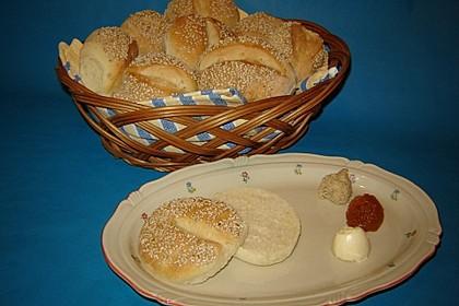 Milchbrötchen mit Sesamkruste 3