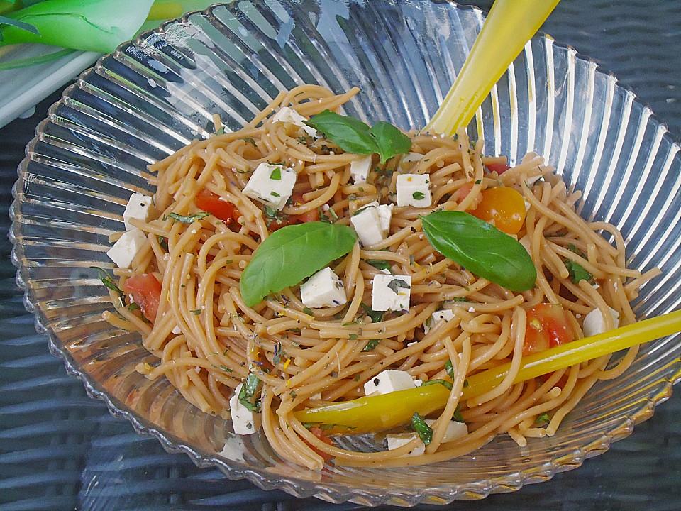 spaghettisalat mit tomaten schafsk se und basilikum rezept mit bild. Black Bedroom Furniture Sets. Home Design Ideas