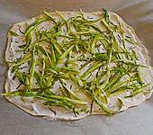 Spargelflammkuchen mit Serrano-Schinken (Bild)