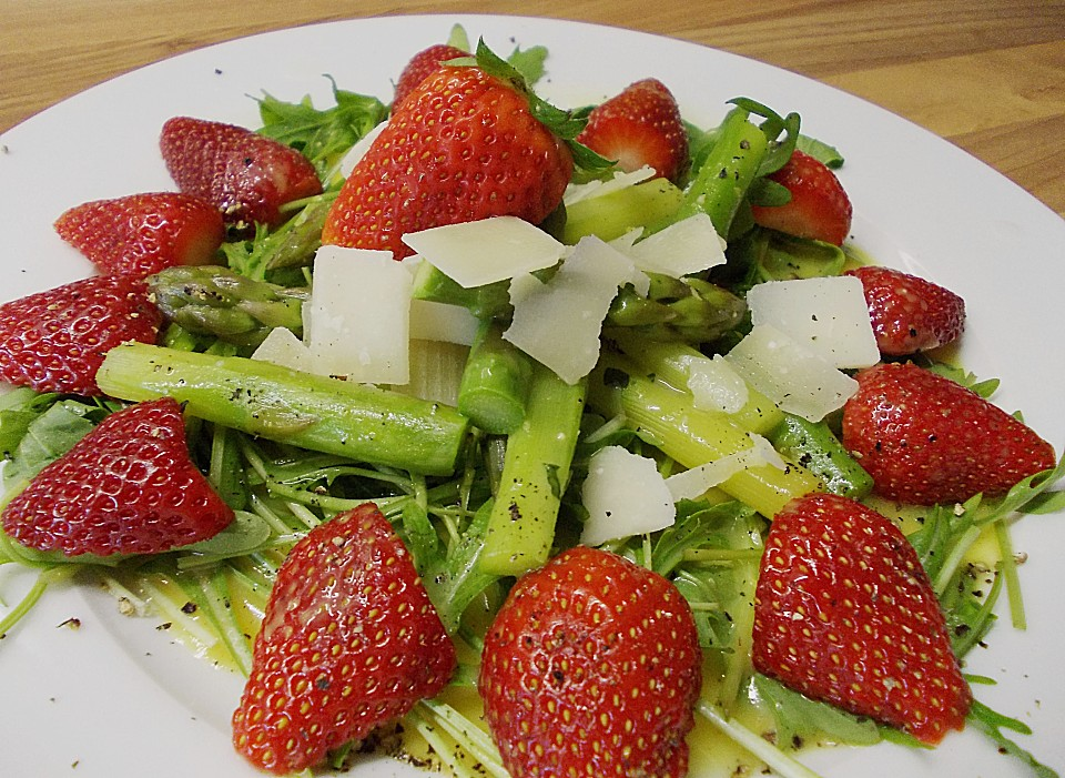 spargelsalat mit erdbeeren dressing beliebte eezepte f r n tzliche salate. Black Bedroom Furniture Sets. Home Design Ideas