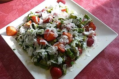 Grüner Spargel mit Erdbeeren, Rucola und Fruchtdressing 14