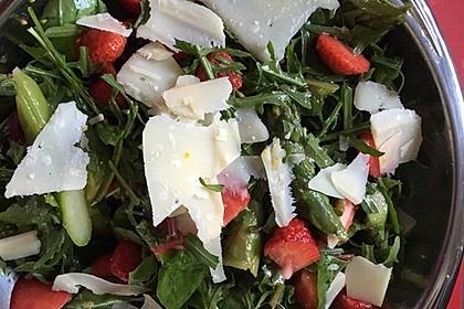 Grüner Spargel mit Erdbeeren, Rucola und Fruchtdressing 10