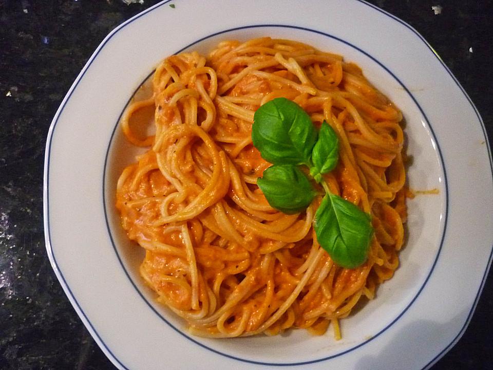 pasta in tomatensauce mit frischk se in 10 minuten rezept mit bild. Black Bedroom Furniture Sets. Home Design Ideas