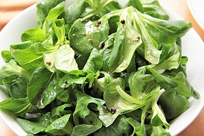 Feldsalat mit Wacholder-Dressing