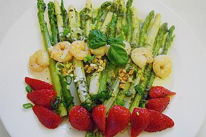 Spargelsalat mit Garnelen und Erdbeeren 2