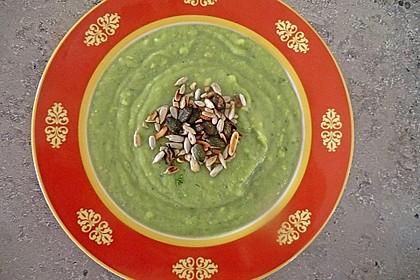 Avocadosuppe mit Pinienkernen 1