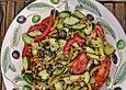 Salat mit Gurke, Tomate, Bohnen
