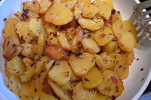 bratkartoffeln aus rohen kartoffeln rezept mit bild. Black Bedroom Furniture Sets. Home Design Ideas