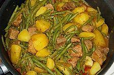 Gulasch mit grünen Bohnen und Kartoffeln