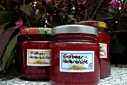 Erdbeer-Holunderblüten-Konfitüre 0
