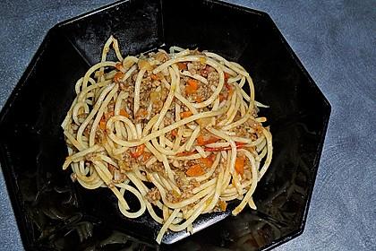 Spaghetti mit feiner Hackfleischsauce 4