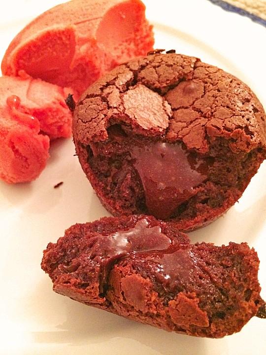 dessert rezepte mit schoko muffins mit fl ssigem kern. Black Bedroom Furniture Sets. Home Design Ideas