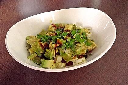 Tomate-Mozzarella-Avocado Salat 12