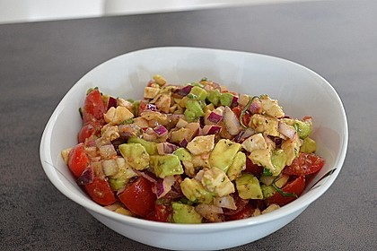 Tomate-Mozzarella-Avocado Salat 8