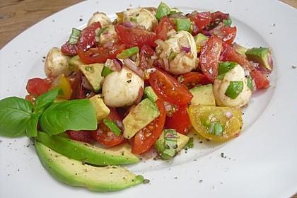 Tomate-Mozzarella-Avocado Salat 9