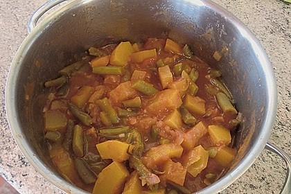 Zucchini-Gemüse mit grünen Bohnen und Tomaten 2