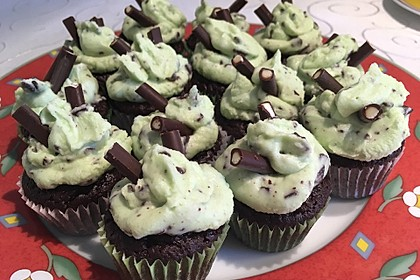 Schoko-Mint Cupcakes mit After-Eight Frosting 23