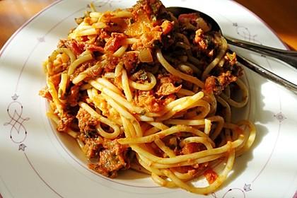Spaghetti mit Thunfisch-Tomaten-Sahnesoße (Bild)