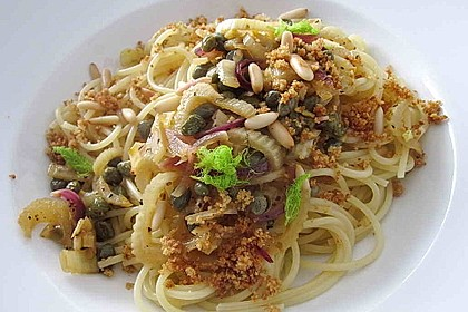 Spaghetti mit Fenchel, Kapern und Chapelure