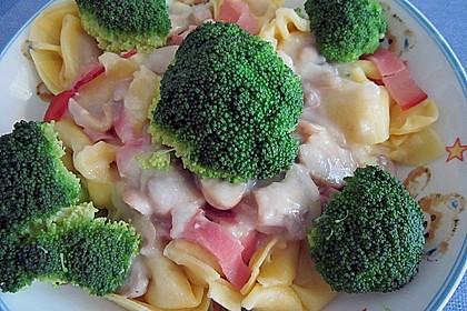 Tortellini mit Schinken, Brokkoli und Champignons