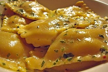 Ravioli, gefüllt mit Ricotta und Ziegenfrischkäse 3