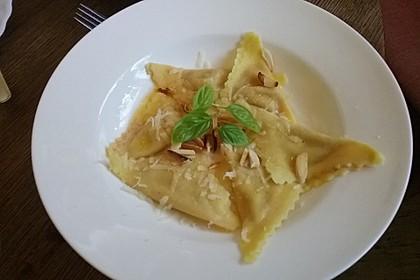 Ravioli, gefüllt mit Ricotta und Ziegenfrischkäse 12