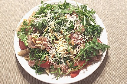 Bandnudel-Rucola-Salat