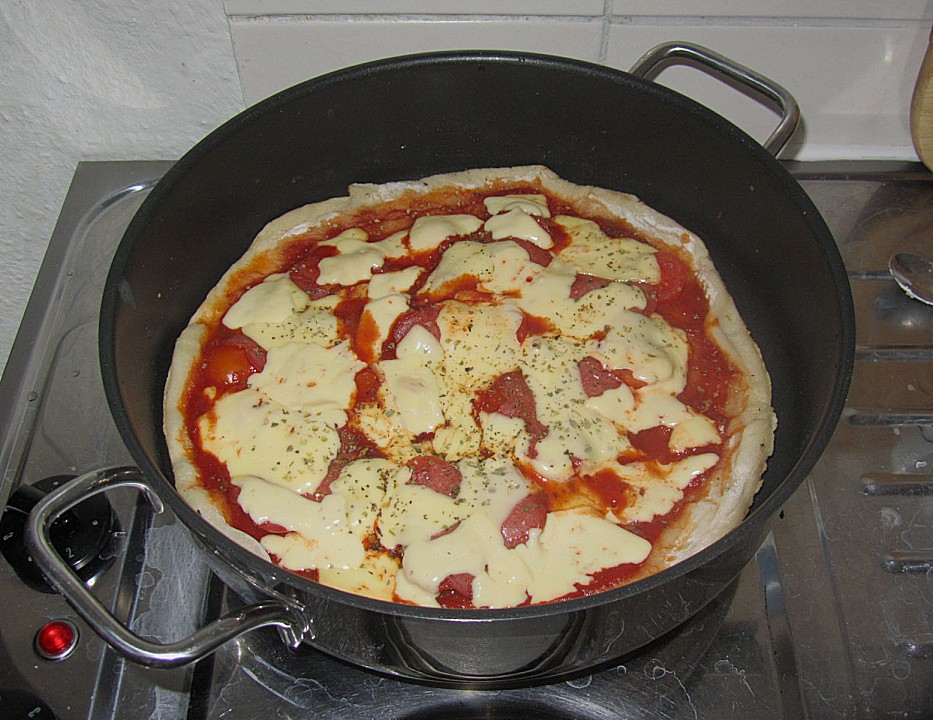 pizza in pfanne