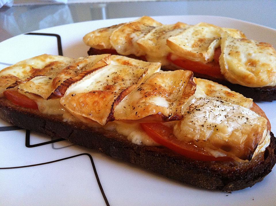 berbackenes tomaten camembert brot rezept mit bild. Black Bedroom Furniture Sets. Home Design Ideas