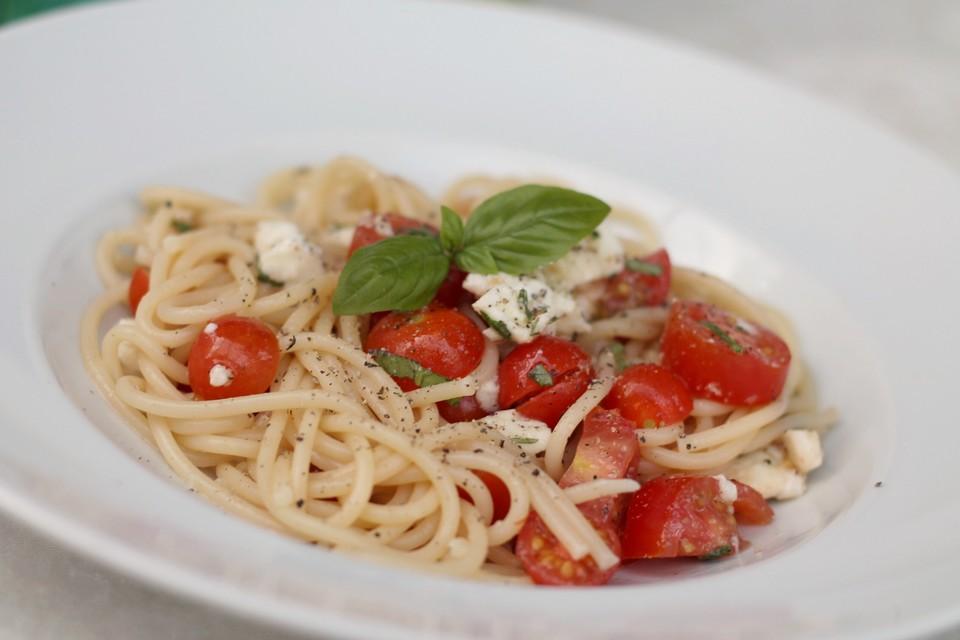 schnelle tomaten mozzarella pasta von melle1904. Black Bedroom Furniture Sets. Home Design Ideas
