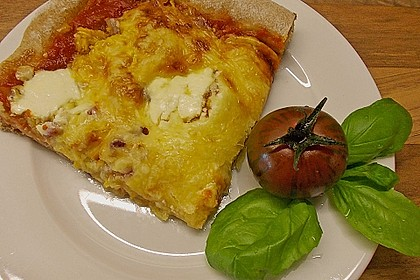 Zucchini-Tomaten-Vollkornpizza
