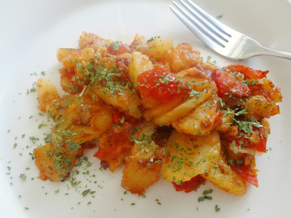 schnelle und einfache kartoffel tomaten pfanne von punschtorte. Black Bedroom Furniture Sets. Home Design Ideas