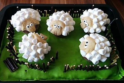 Cupcake-Schafe mit Marshmallow-Frosting 30