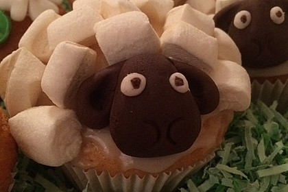 Cupcake-Schafe mit Marshmallow-Frosting 13