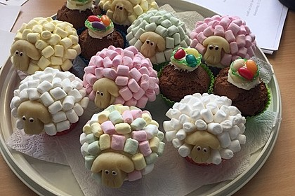 Cupcake-Schafe mit Marshmallow-Frosting 125
