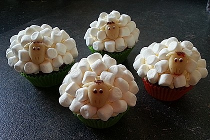 Cupcake-Schafe mit Marshmallow-Frosting 70