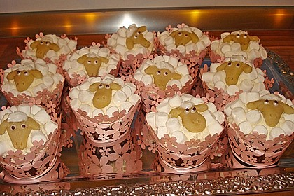 Cupcake-Schafe mit Marshmallow-Frosting 54