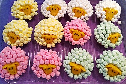 Cupcake-Schafe mit Marshmallow-Frosting 45