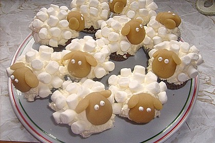 Cupcake-Schafe mit Marshmallow-Frosting 56