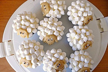 Cupcake-Schafe mit Marshmallow-Frosting 38