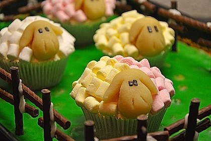 Cupcake-Schafe mit Marshmallow-Frosting 22