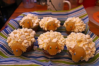 Cupcake-Schafe mit Marshmallow-Frosting 168