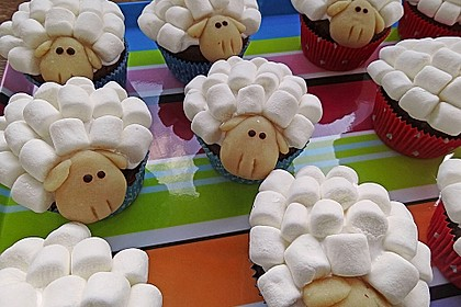 Cupcake-Schafe mit Marshmallow-Frosting 17