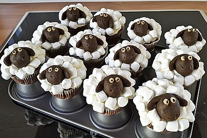 Cupcake-Schafe mit Marshmallow-Frosting 8