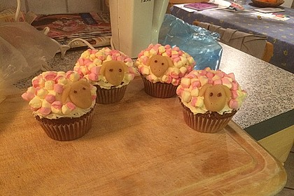 Cupcake-Schafe mit Marshmallow-Frosting 92