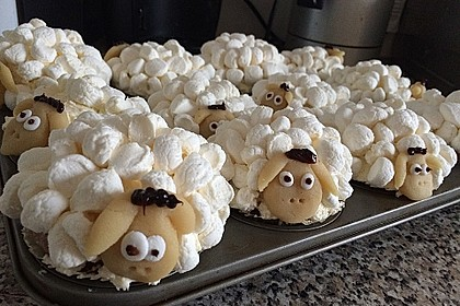 Cupcake-Schafe mit Marshmallow-Frosting 95