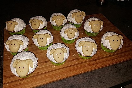 Cupcake-Schafe mit Marshmallow-Frosting 162
