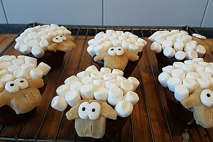 Cupcake-Schafe mit Marshmallow-Frosting 195