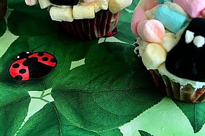 Cupcake-Schafe mit Marshmallow-Frosting 194