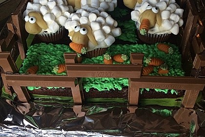 Cupcake-Schafe mit Marshmallow-Frosting 76